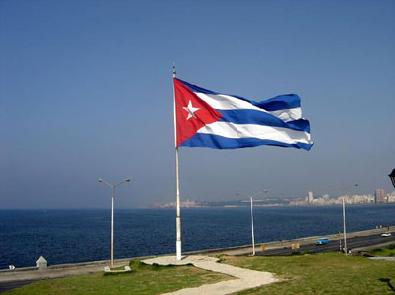bandera_cubana_en_la_costa-19816