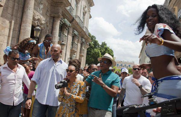 Beyonce-Jay-Z-Habana-Ramon-EspinosaAP_NACIMA20130405_0047_3