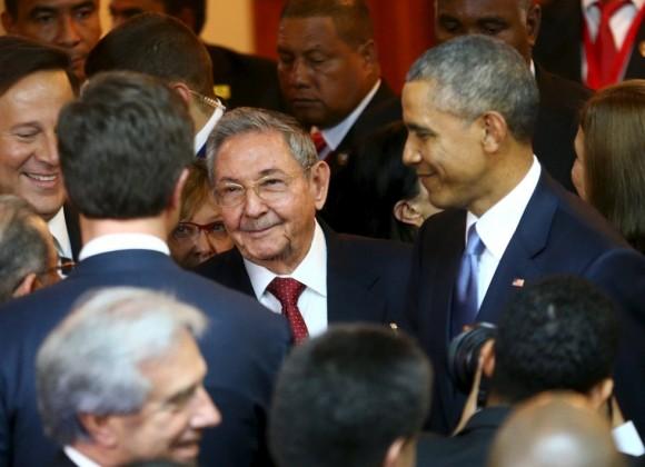 Raúl-y-Obama-en-Panamá-Foto-Reuters-580x420