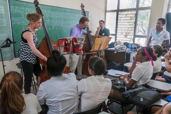 CUBA-LA HABANA-INTERCAMBIAN MUSICOS NORTEAMERICANOS CON ALUMNOS